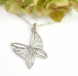 Srebrny naszyjnik z ażurowym Motylem na długim łańcuszku
