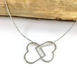 Naszyjnik srebrny z ażurowymi serduszkami.