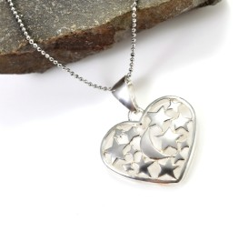 Naszyjnik srebrny z sercem z gwiazdkami